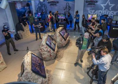 Diseño decoración presentación de los videojuesgos Starblood Arena y Farpoint Rojo Pistacho 1