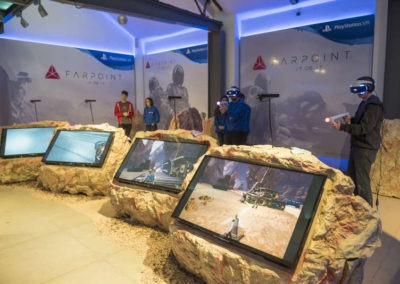 Diseño decoración presentación de los videojuesgos Starblood Arena y Farpoint Rojo Pistacho 7