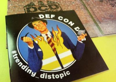 Diseño disco Def Con Dos Trending Distopic Rojo Pistacho 5